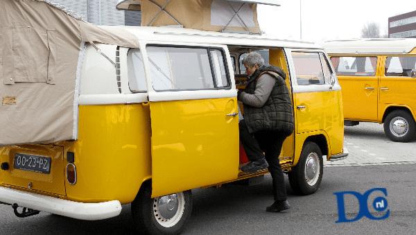 Tientallen VW-busjes op jubileumfeestje