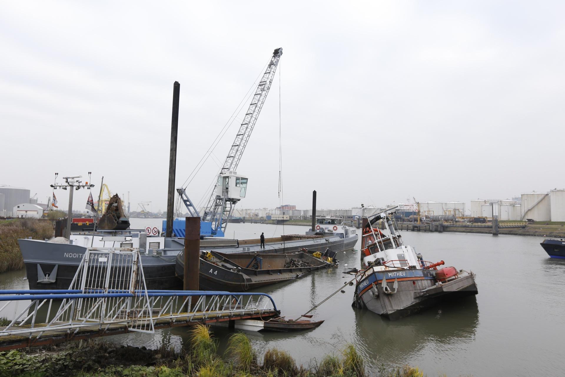 Defecte steiger trekt schepen onder water dordtcentraal gratis huis aan huis krant voor - Naar beneden meubels huis ter wereld ...