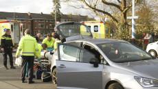 Fietsster zwaargewond na aanrijding met auto