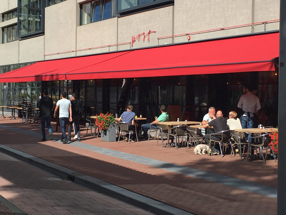 Terras restaurant post krijgt imposante overkapping dordtcentraal gratis huis aan huis krant - Overdekt terras voor restaurant ...