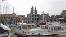 De achterkant van de nieuwbouw grenst aan de Nieuwe Haven. (Foto: Thymen Stolk)