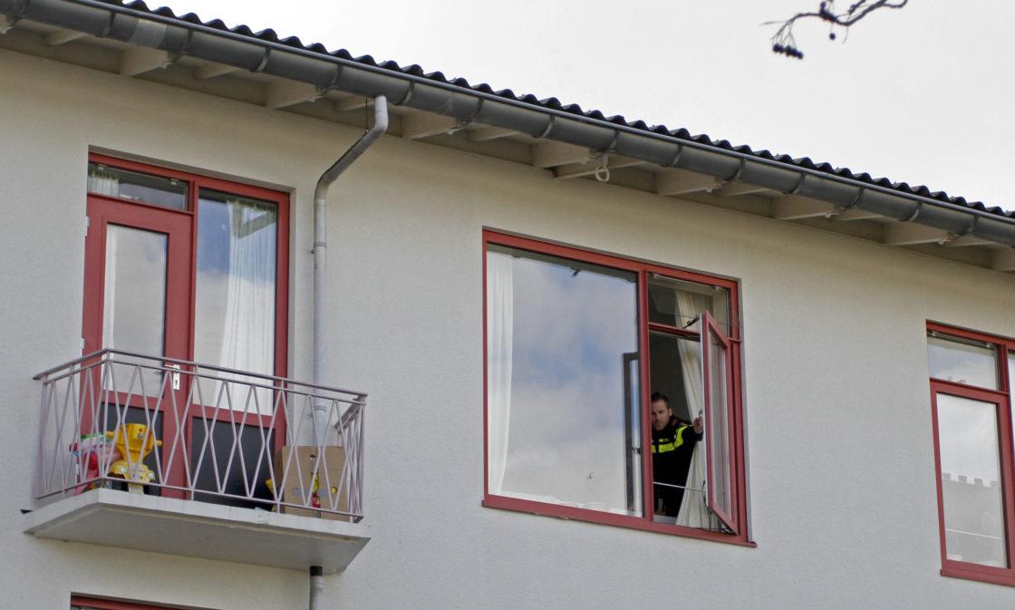 Kind van 1 5 jaar oud valt uit raam in dordrecht dordtcentraal gratis huis aan huis krant - Kind oud ...